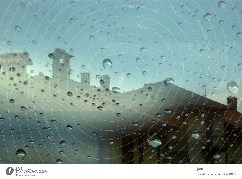 Immer wenn es regnet... Himmel Wasser blau Stadt Wolken Haus Fenster Bewegung Stein Gebäude Regen Wetter nass Glas Nebel Wassertropfen