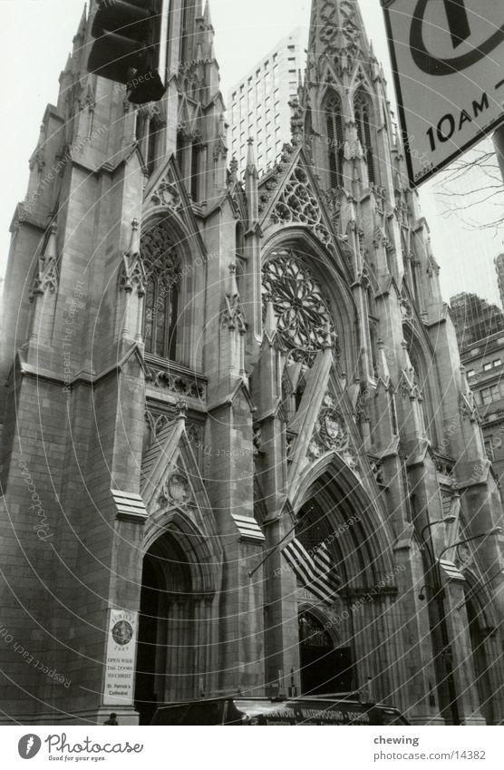 St Thomas Church NY New York City USA Schwarzweißfoto Religion & Glaube Kathedrale Portal Detailaufnahme Bildausschnitt Anschnitt historisch Historische Bauten