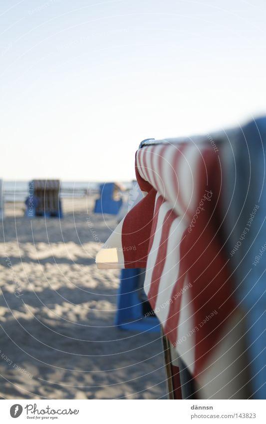 korbstrand Wasser weiß Sonne Meer blau rot Sommer Strand Ferien & Urlaub & Reisen Erholung Sand Zufriedenheit Küste Wellness Freizeit & Hobby Streifen