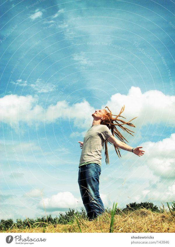 Frische Luft Mensch Himmel Mann Natur blau grün rot Ferien & Urlaub & Reisen Sonne Sommer Wolken Wiese Landschaft Berge u. Gebirge Freiheit Haare & Frisuren