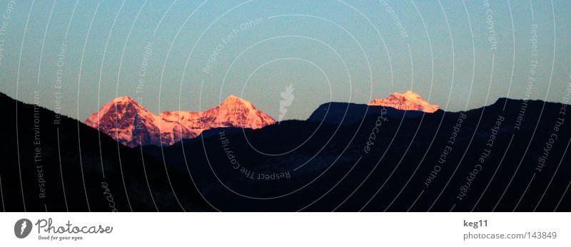 Die heiligen drei Könige Eiger 3 Gipfel Sonnenuntergang glühen Gletscher Wand Kanton Wallis Weltkulturerbe schwarz rot Besteigung Bergsteiger Berner Oberland
