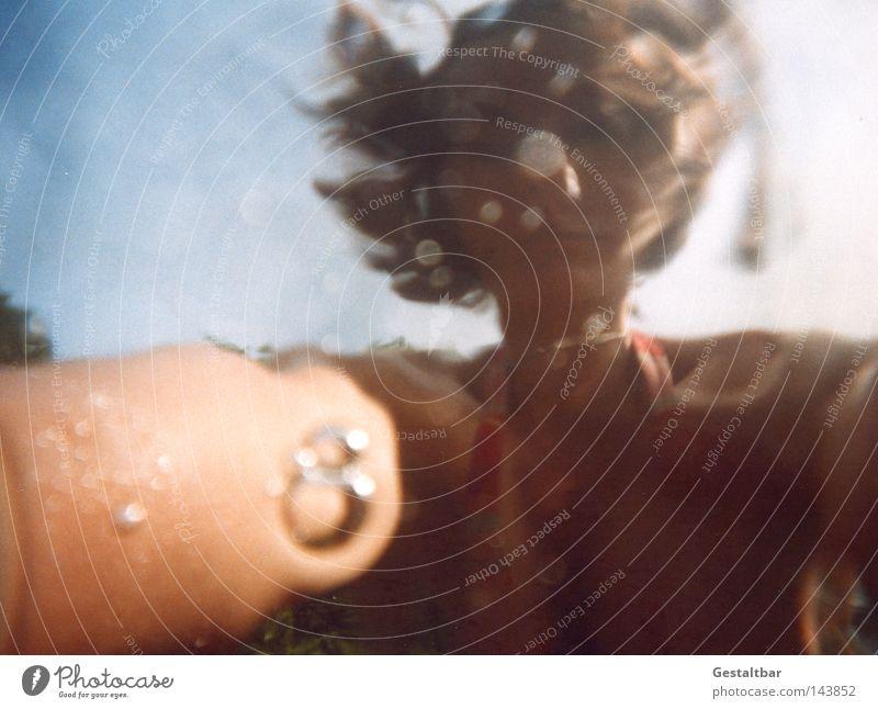 ohne Titel Schwimmen & Baden Spiegel Mensch Frau Erwachsene Wasser Himmel See Bikini Lupe Konzentration Verzerrung Sauerstoff gestaltbar Lago Maggiore
