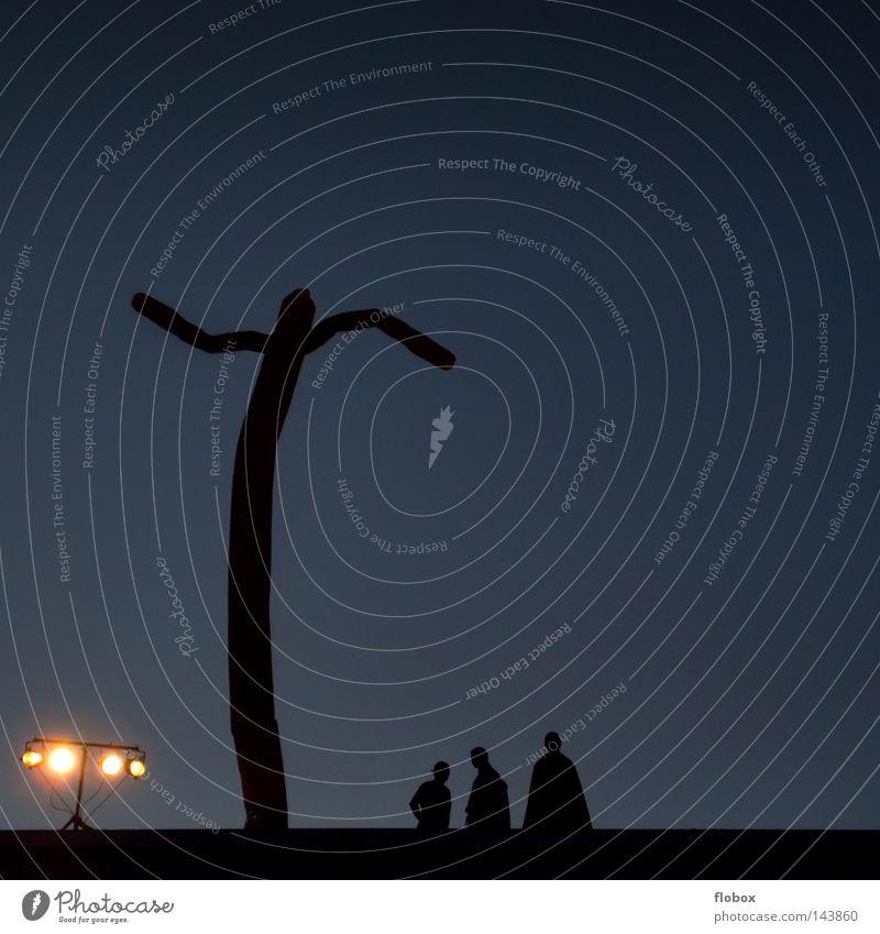 Batman Mensch Himmel schwarz dunkel Spielen groß Zeichen blasen obskur blenden Scheinwerfer minimalistisch reduzieren Flutlicht