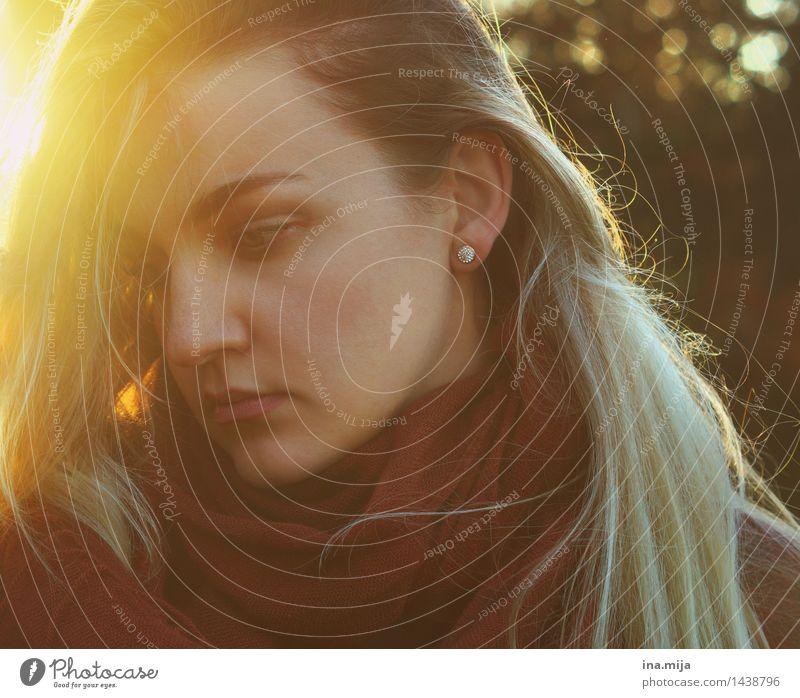 nachgedacht Mensch feminin Junge Frau Jugendliche Erwachsene Leben Gesicht 1 18-30 Jahre 30-45 Jahre Herbst Haare & Frisuren blond langhaarig Denken Traurigkeit