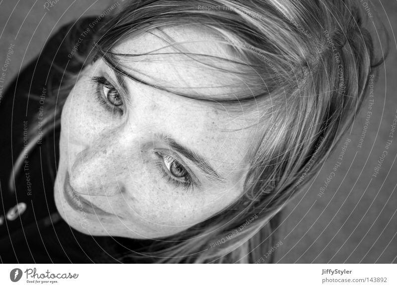 Träumerei Frau Haare & Frisuren Gesicht Auge Vogelperspektive Gesichtsausdruck Monochrom Kopf schön