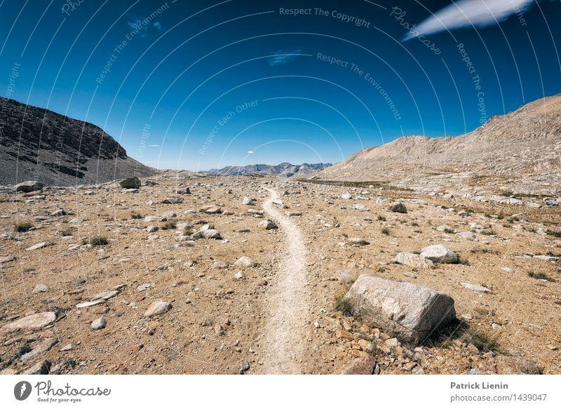 Middle of the Road Himmel Natur Ferien & Urlaub & Reisen Sommer Sonne Landschaft Wolken Ferne Berge u. Gebirge Umwelt Freiheit Felsen Tourismus Wetter wandern