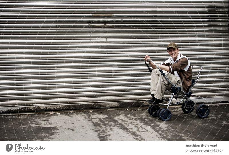 BLN 08   CRUISING Erwachsene Tür Kinderwagen Rolltor Ein junger erwachsener Mann 1 Mensch