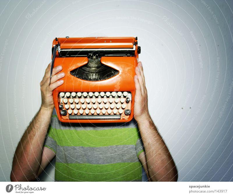 Machine head Mann Freude sprechen Schriftzeichen lernen Buchstaben schreiben verstecken Typographie Humor Maschine Versteck Mensch unsichtbar Schreibmaschine Büroangestellte