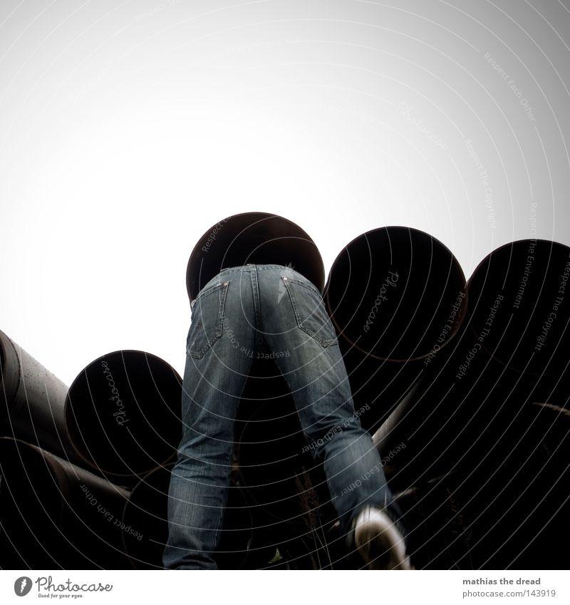 BLN 08 | STECKENGEBLIEBEN Mensch Mann Natur Pflanze Wolken schwarz Einsamkeit kalt dunkel Spielen grau Gras Regen lustig Wetter
