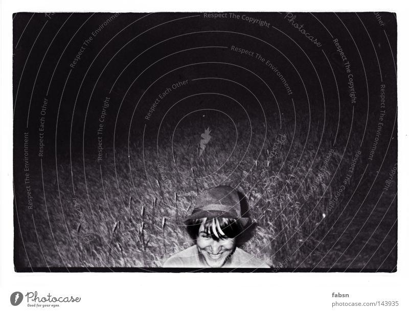 THE CATCHER IN THE RYE Mann schwarz Erwachsene dunkel Feld Getreide Hut Ernte Landwirt Am Rand Roggen Schwarzweißfoto