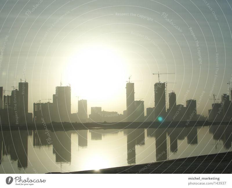 Dubai Kran Hochhaus Wasser Sonnenuntergang Naher und Mittlerer Osten Reflexion & Spiegelung Architektur