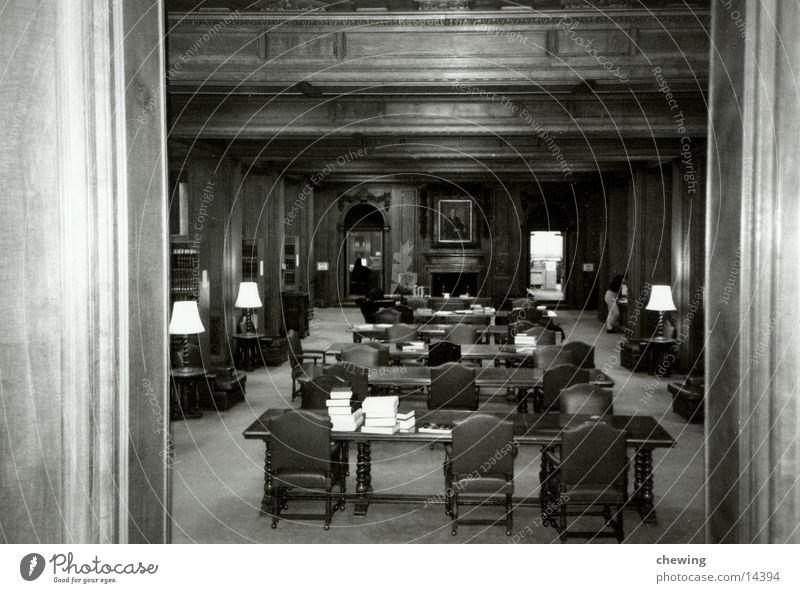 bibliothek Holz Buch Architektur Tisch Stuhl Wissen Bibliothek Schwarzweißfoto Wandtäfelung