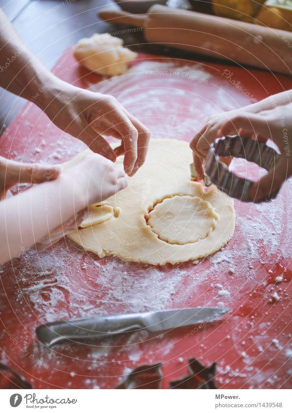 backattack Lebensmittel Getreide Teigwaren Backwaren Dessert Süßwaren Ernährung Bioprodukte Vegetarische Ernährung Fingerfood Handarbeit Kind Mensch maskulin