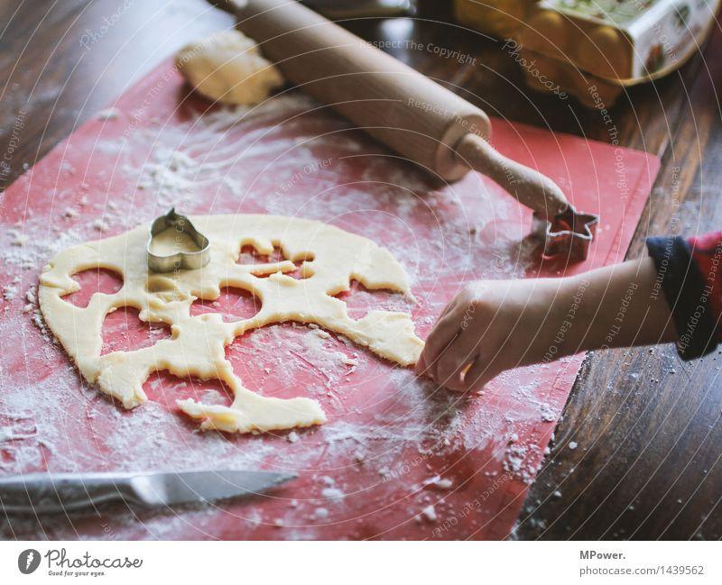 naschen Lebensmittel Getreide Teigwaren Backwaren Dessert Süßwaren Ernährung Bioprodukte Vegetarische Ernährung Fingerfood Mensch maskulin Junger Mann
