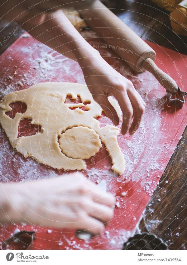 ..rauspulen.. Mensch Kind Jugendliche Junge Frau Hand Junger Mann klein Lebensmittel maskulin Ernährung Kochen & Garen & Backen Finger süß lecker Süßwaren