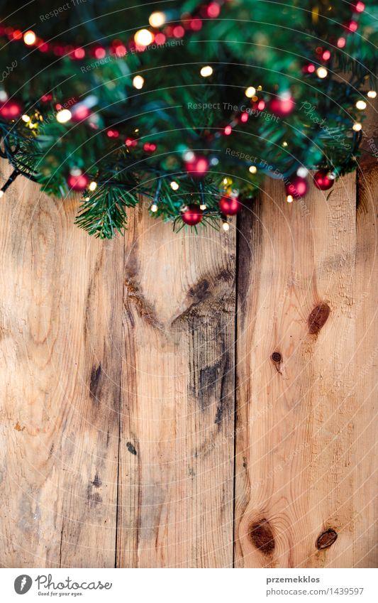 Weihnachtsbaum auf hölzernem Hintergrund Dekoration & Verzierung Weihnachten & Advent Baum Holz Tradition Textfreiraum Dezember Etage Feiertag heimwärts Kiefer