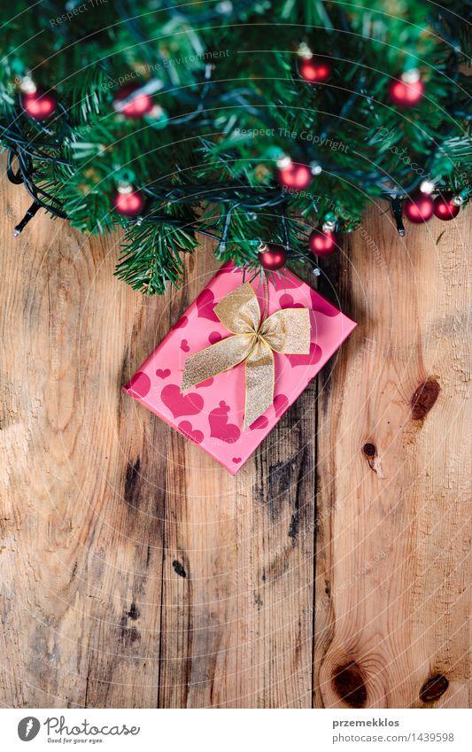 Geschenk unter Weihnachtsbaum Dekoration & Verzierung Weihnachten & Advent Baum Holz Tradition Hintergrund Gast Textfreiraum Dezember Etage Feiertag heimwärts