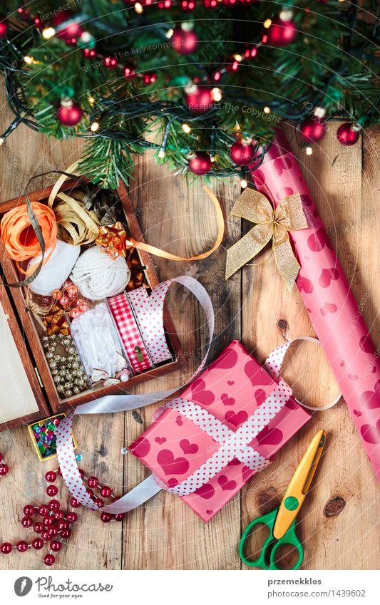 Weihnachten & Advent Baum Holz Dekoration & Verzierung Geschenk Papier Schnur Tradition Handwerk heimwärts Kiefer vertikal Accessoire horizontal Ornament Schere