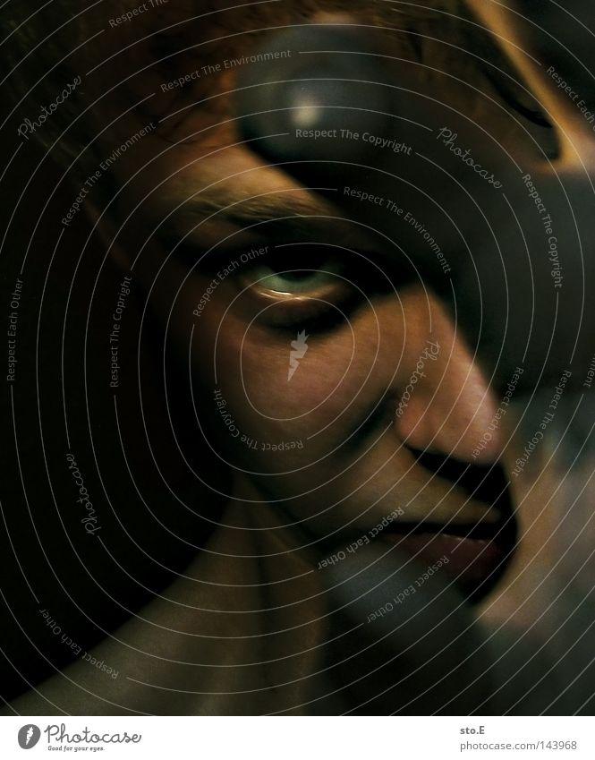 dieser blick pt.2 Mensch Porträt Mann Typ Kerl Gesicht Kopf dunkel schwarz Licht Beleuchtung erleuchten Schatten verdunkeln Blick grimmig Augenbraue