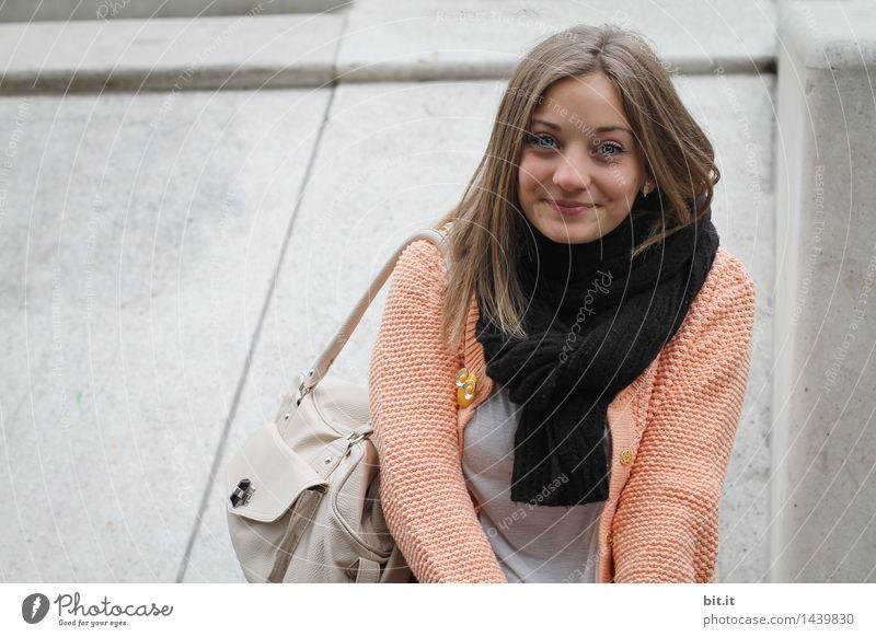 Freude-Schlucker Lifestyle elegant Stil schön Tourismus Ausflug feminin Junge Frau Jugendliche Glück Fröhlichkeit Zufriedenheit Lebensfreude Farbfoto