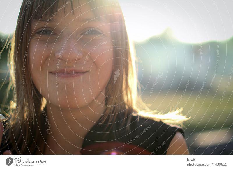 let the Sunshine feminin Mädchen Kindheit Jugendliche Frühling Sommer Freude Glück Fröhlichkeit Zufriedenheit Lebensfreude lachen Farbfoto Licht