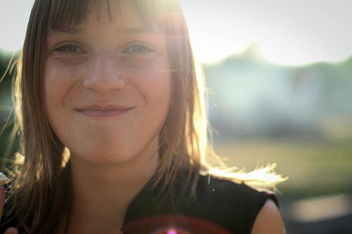 let the Sunshine Jugendliche Sommer Freude Mädchen Frühling feminin lachen Glück Zufriedenheit Kindheit Fröhlichkeit Lebensfreude