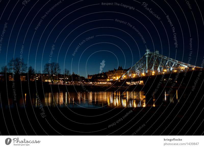 Blaues Wunder Stadt alt blau schön Haus Architektur Gebäude Warmherzigkeit Brücke Bauwerk Wahrzeichen Denkmal Hauptstadt Sehenswürdigkeit Verkehrswege Dresden