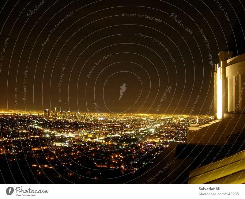 Bodo lässt wieder Licht an Straße hell braun dreckig Gold Hochhaus Horizont Kalifornien Lightshow Smog Hollywood Observatorium Los Angeles