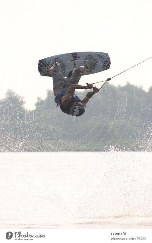 hoch hinaus 01 Salto Fahrstuhl Extremsport upsidedown Sport Wakesurfing