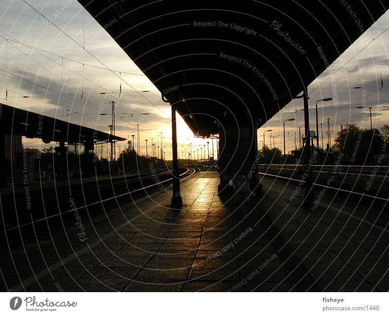 Gleis 3 Sonne Gleise Bahnsteig
