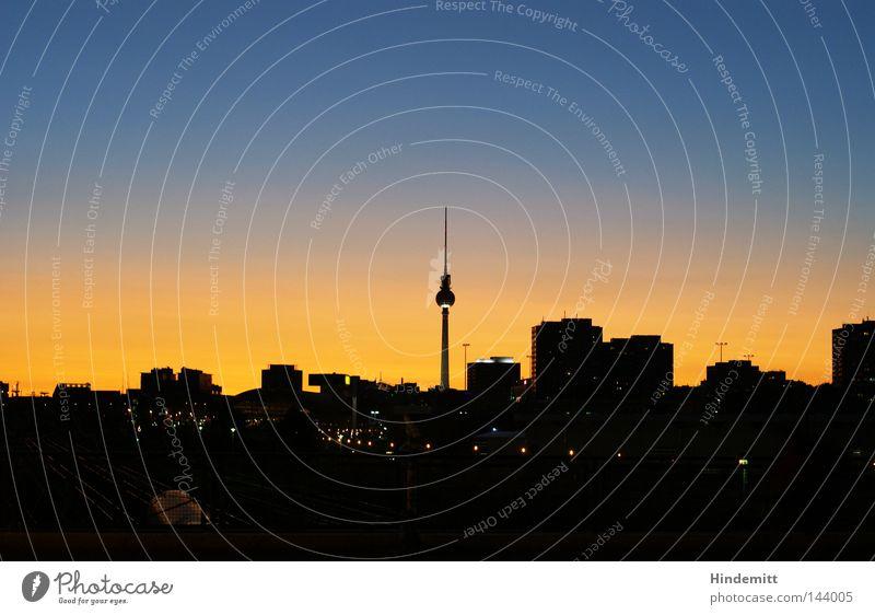 Himmel reich. Berlin Hauptstadt Silhouette Stadt Gegenlicht Haus Hochhaus Berliner Fernsehturm Turm Eisenbahn Sonnenuntergang Abenddämmerung Brücke Osten dunkel