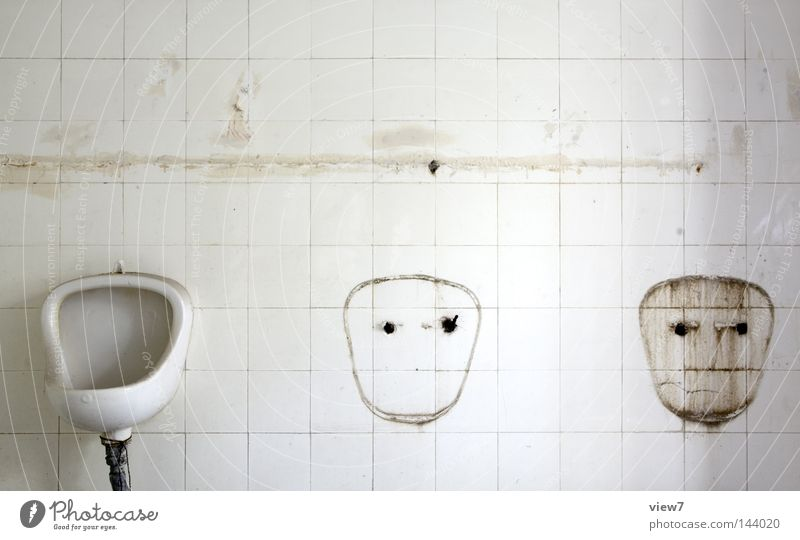 die zwei lustigen drei. Mann Gesicht Haus Einsamkeit Stil Raum dreckig gehen Schilder & Markierungen Bad Sauberkeit Vergänglichkeit Toilette Toilette Innenarchitektur Zeichen