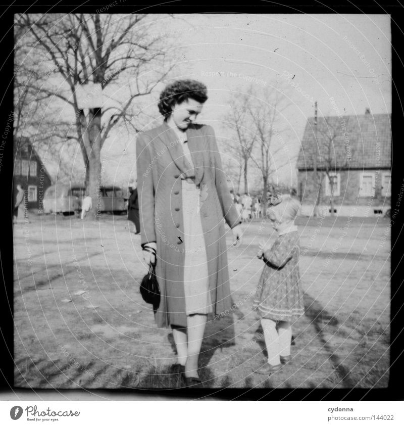 Fotoreisen in die Vergangenheit III Frau Mensch Kind alt Mädchen Freude Leben Gefühle Familie & Verwandtschaft Zeit Fotografie Platz Mutter Eltern