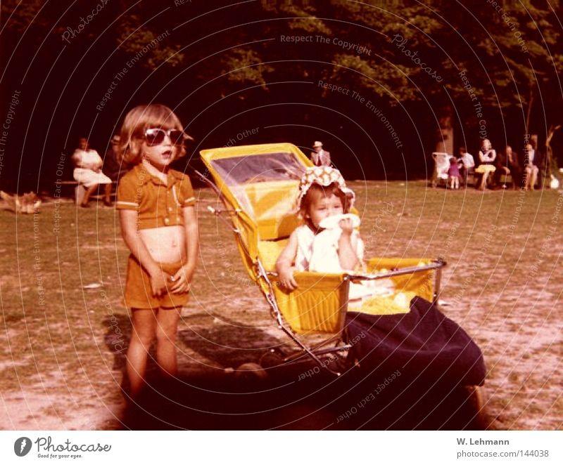 Oldies 3 Mensch gelb Farbe Familie & Verwandtschaft Brille analog Geschwister Schwester Kinderwagen Waldwiese
