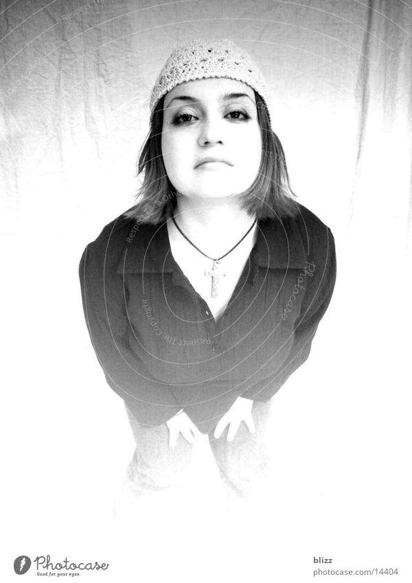 Yvonne 2 Frau Model Porträt Überbelichtung yvonne Schwarzweißfoto Übergang ausdruckslos woman overexposure transitions