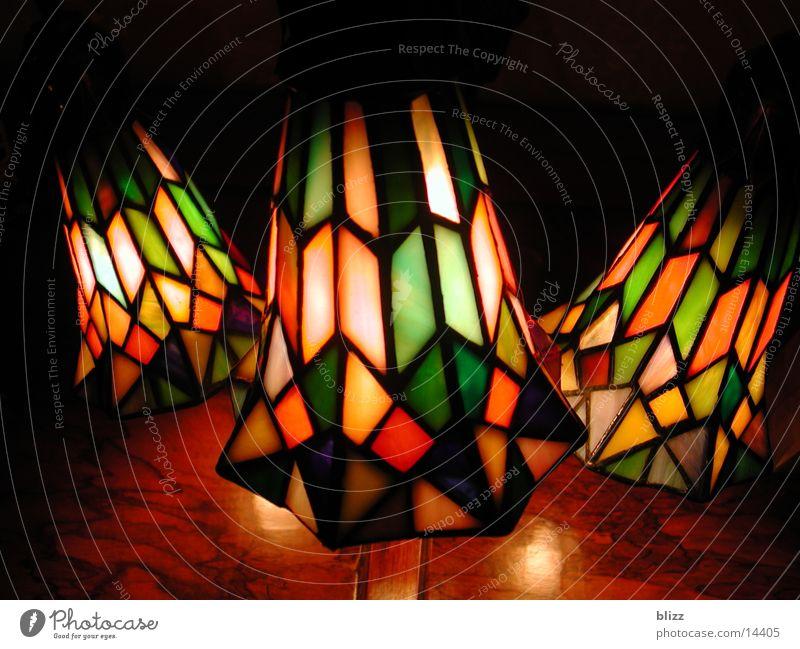 Tiffany-Lampe Einsamkeit Beleuchtung Glas Sicherheit Häusliches Leben gemütlich Geborgenheit halbdunkel Tiffanylampe