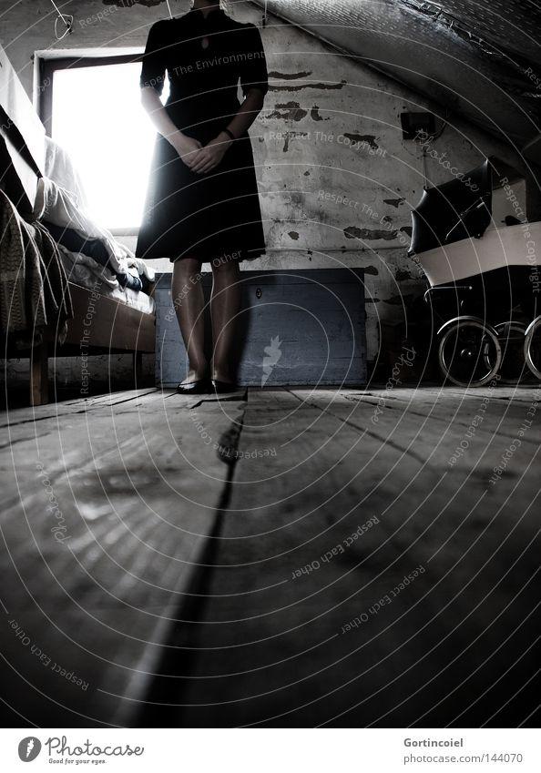 Will you miss me? Licht ruhig Haus Dachboden Halloween Frau Erwachsene Beine Fenster Kinderwagen Rock Kleid Strumpfhose Schuhe alt gruselig verrückt trist
