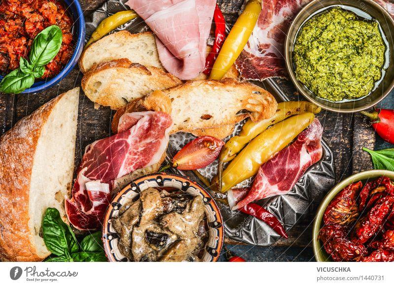 Antipasti : Ciabatta , Pesto und Schinken Leben Stil Lebensmittel Party Design Tisch Kräuter & Gewürze Gemüse Restaurant Teller Schalen & Schüsseln Fleisch