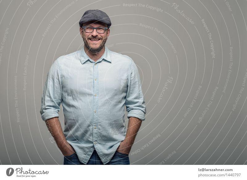 Freundlicher attraktiver Mann in den Gläsern Mensch Gesicht Erwachsene Glück Textfreiraum stehen Lächeln Freundlichkeit Hut Vollbart 30-45 Jahre