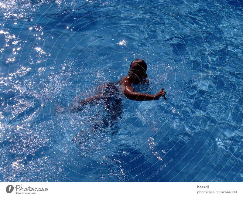 sChwimmkind Mensch Jugendliche blau Wasser Ferien & Urlaub & Reisen Sommer Freude Einsamkeit Sport Gefühle Freiheit hell Gesundheit Freizeit & Hobby