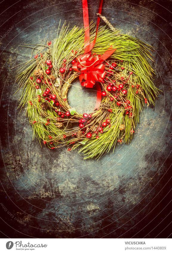 Weihnachtskranz aus Tannenzweigen und roten Winterbeeren Stil Design Haus Dekoration & Verzierung Feste & Feiern Weihnachten & Advent retro Tradition