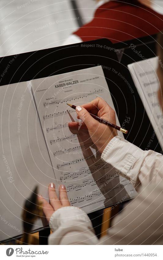 Kaiserwalzer Künstler Kultur Musik Konzert Musiker schreiben notenschrift Musiknoten Notenblatt Bleistift kaiserwalzer johann strauß Farbfoto
