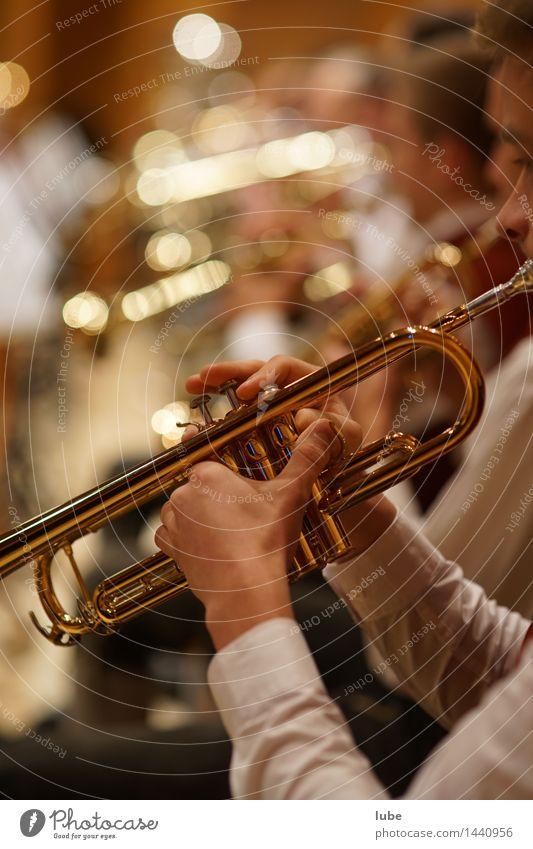 Trompeter Kunst gold Musik Konzert Bühne Künstler Musiker Ton Musiknoten Orchester Jazz Musik hören Blasmusik