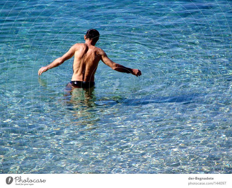 Morgenbad Mann Wasser Meer Sommer Freude Ferien & Urlaub & Reisen Zufriedenheit Wellen Arme Rücken Sauberkeit Klarheit Schwimmen & Baden Tourist anonym