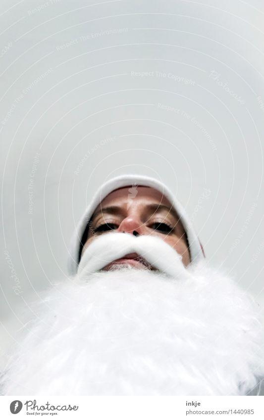 Na, Kleiner? Geschenke? Sicher? Mensch Weihnachten & Advent weiß Gesicht Erwachsene Leben Senior Gefühle Lifestyle Stimmung oben Freizeit & Hobby Kindheit groß bedrohlich Mütze