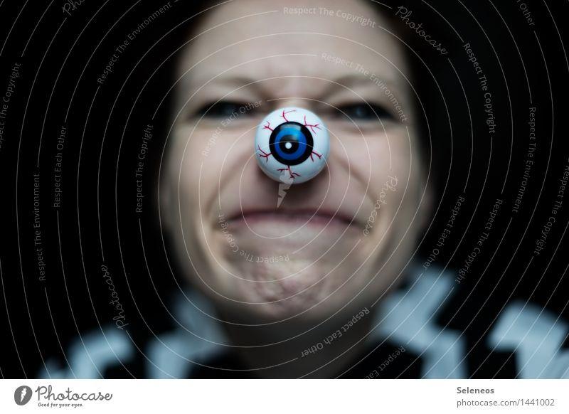 drittes Auge Mensch feminin Gesicht Nase Mund Lippen 1 beobachten Blick spionieren Spitzel Überwachung Farbfoto Innenaufnahme Vorderansicht Blick in die Kamera
