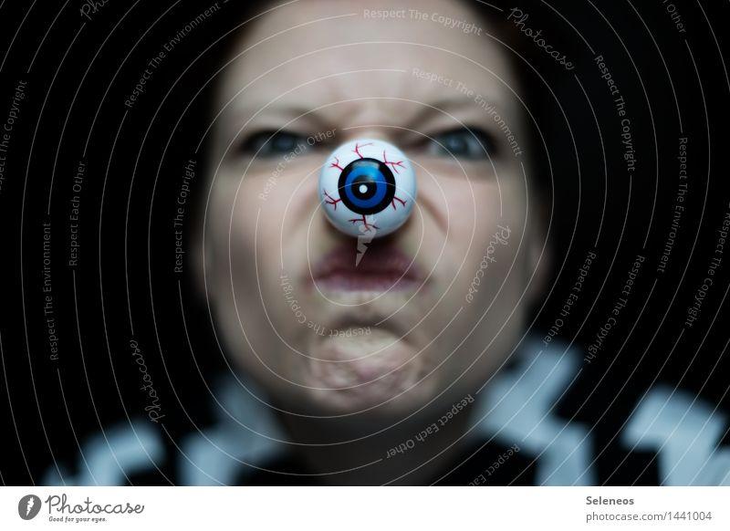Glubschi Halloween Mensch feminin Frau Erwachsene Gesicht Auge 1 gruselig Grimasse verkleiden Farbfoto Innenaufnahme Schwache Tiefenschärfe Porträt