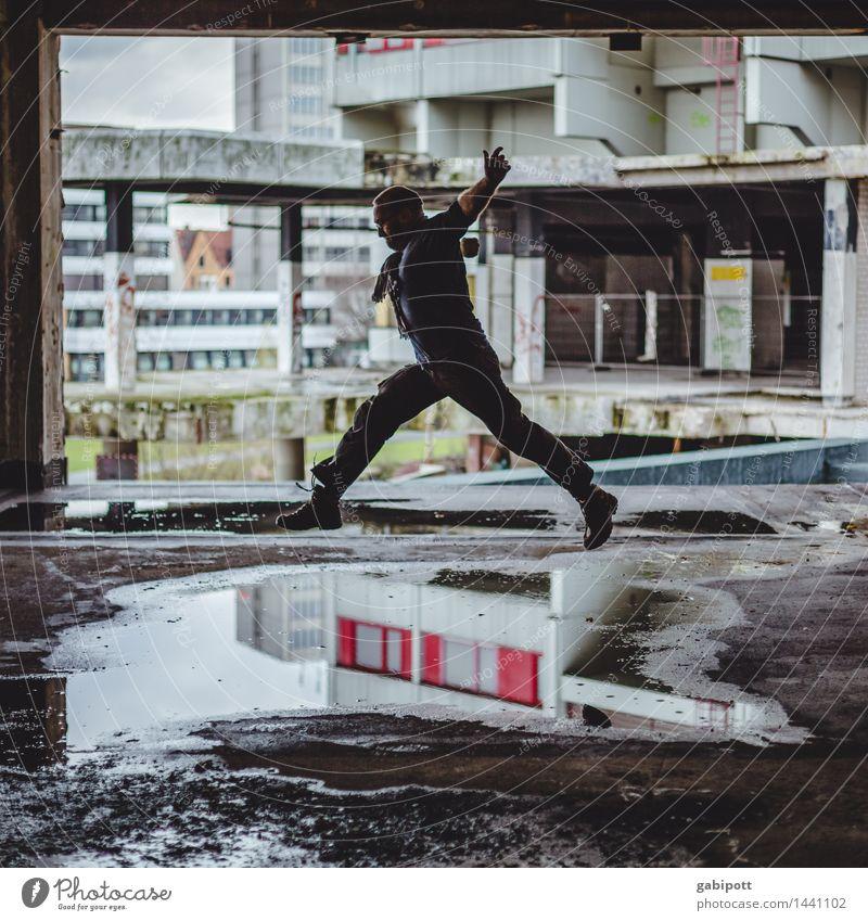 Jumping Dioxin sportlich Fitness Haus Mensch maskulin 1 Ihme-Zentrum Hannover Ruine Gebäude Fassade fliegen laufen rennen springen hoch einzigartig kaputt