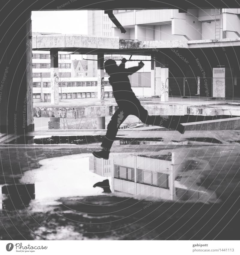 Jumping dioxin Pt.2 Mensch Mann Haus kalt Erwachsene Wand Gebäude Mauer fliegen Fassade springen maskulin träumen Kraft laufen Energie