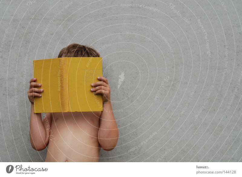 Was Hänschen nicht lernt ... Kind gelb Schule Buch Studium lernen lesen Bildung Wissenschaften Medien Schüler Printmedien Literatur Roman Verlag